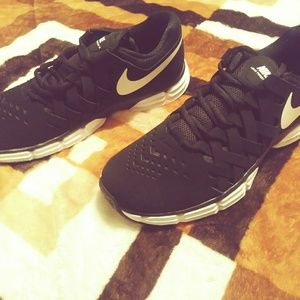 Nike Lunar Fingertrap TR Running Sneakers